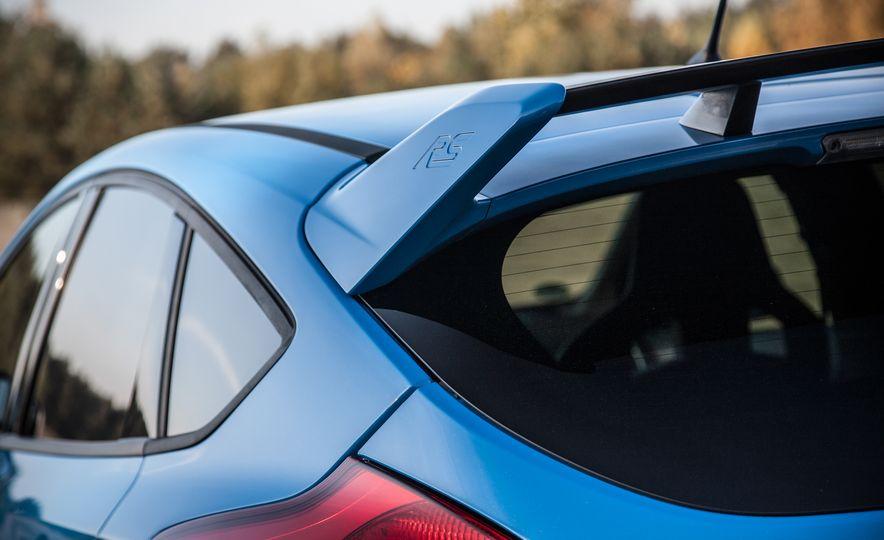 2016 Ford Focus RS - Slide 24