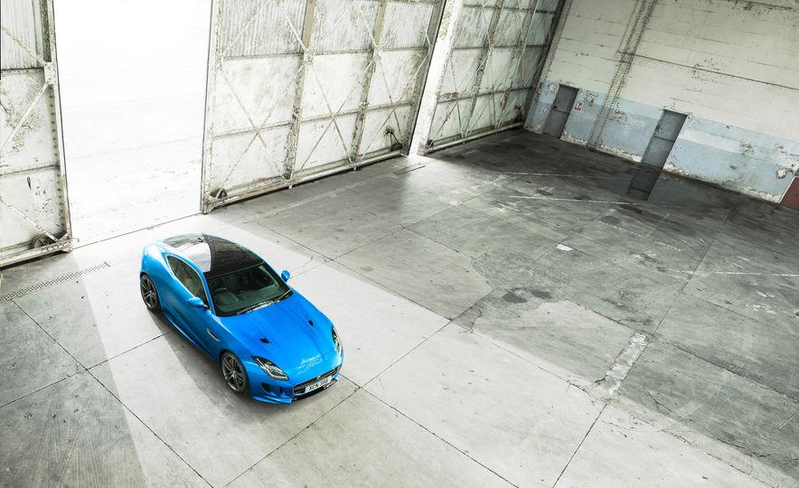 Jaguar F-type British Design Editions - Slide 6