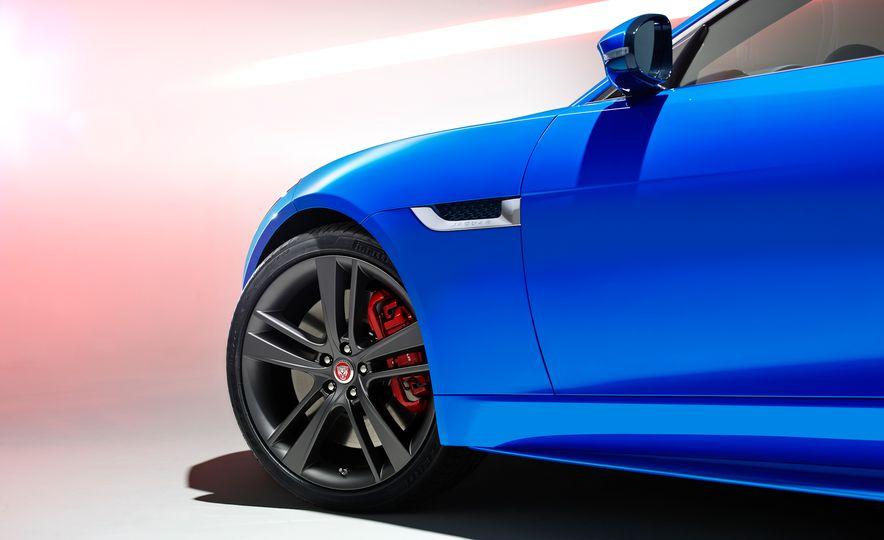 Jaguar F-type British Design Editions - Slide 11