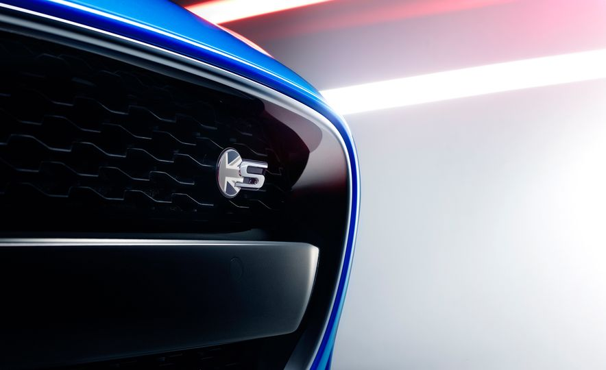 Jaguar F-type British Design Editions - Slide 12