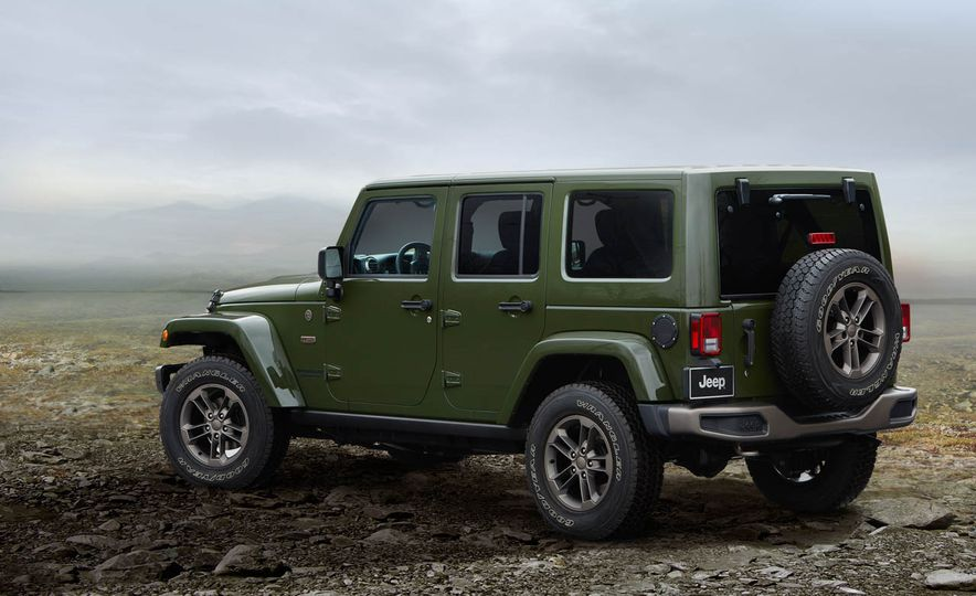 2016 Jeep Wrangler Unlimited 75th Anniversary Edition - Slide 4