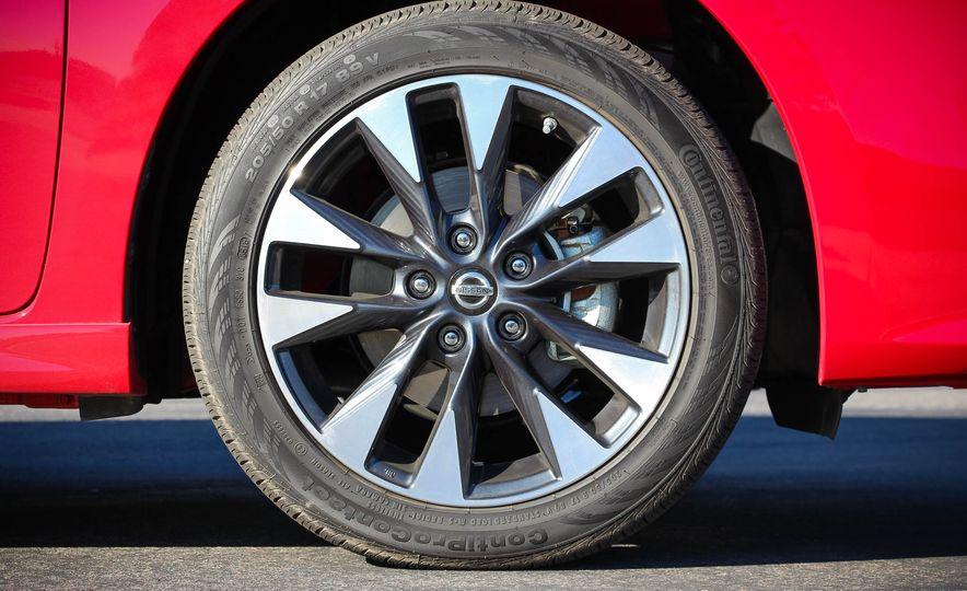 2016 Nissan Sentra SR - Slide 10