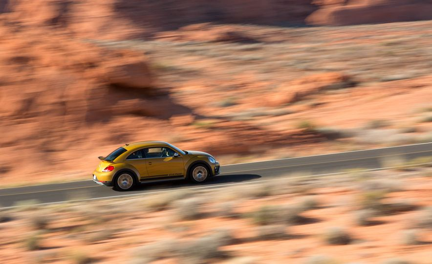 2016 Volkswagen Beetle Dunes - Slide 3