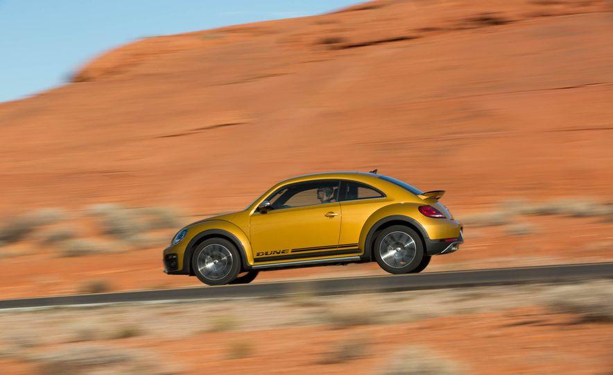 2016 Volkswagen Beetle Dunes - Slide 4
