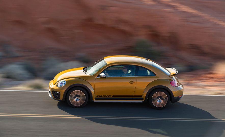 2016 Volkswagen Beetle Dunes - Slide 5