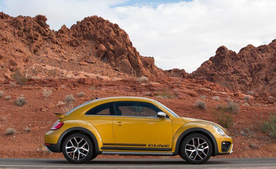 2016 Volkswagen Beetle Dunes - Slide 18