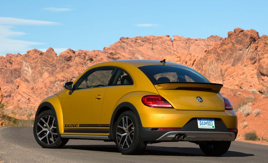 2016 Volkswagen Beetle Dunes - Slide 19