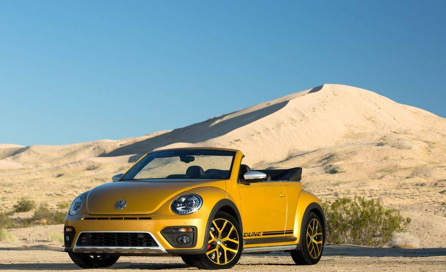 2016 Volkswagen Beetle Dunes - Slide 31