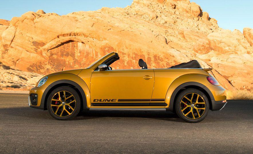 2016 Volkswagen Beetle Dunes - Slide 33