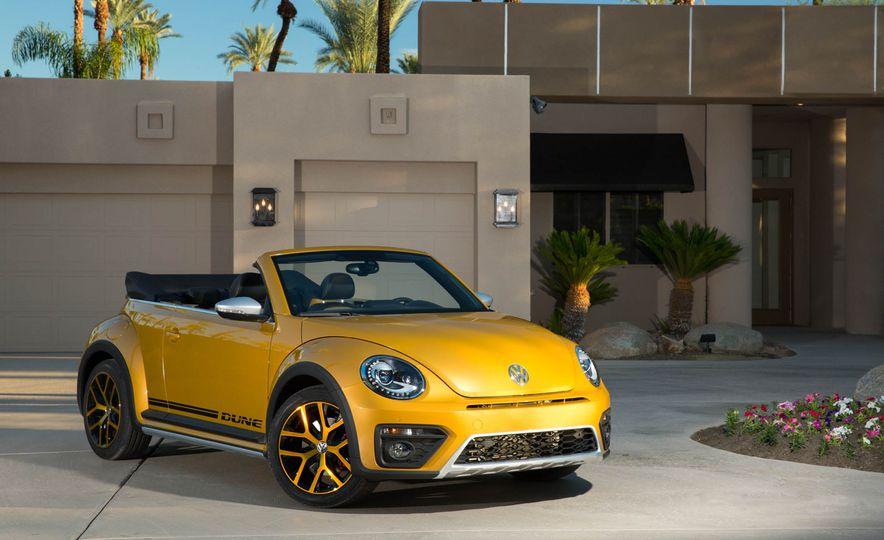 2016 Volkswagen Beetle Dunes - Slide 35