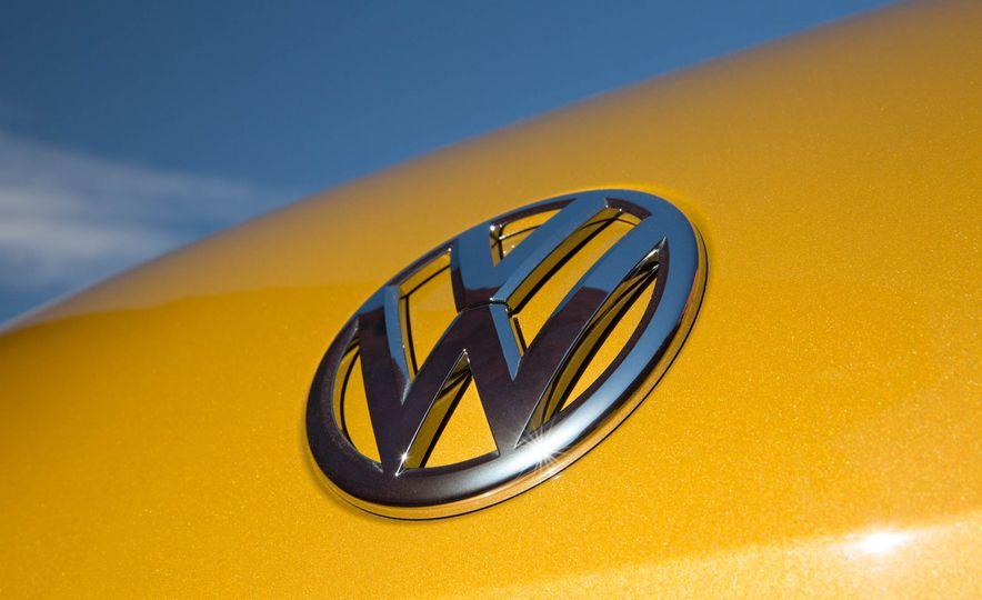2016 Volkswagen Beetle Dunes - Slide 36