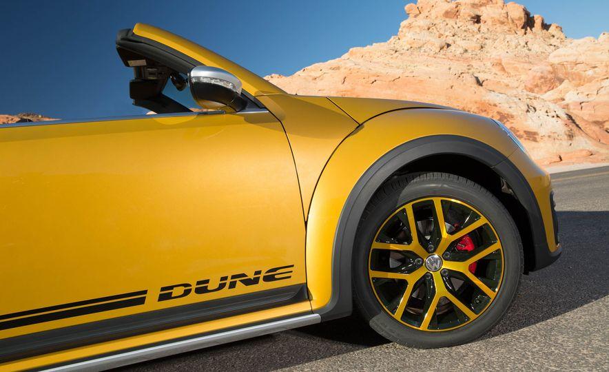 2016 Volkswagen Beetle Dunes - Slide 39