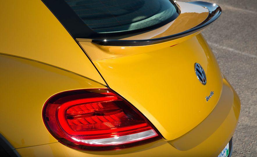 2016 Volkswagen Beetle Dunes - Slide 41