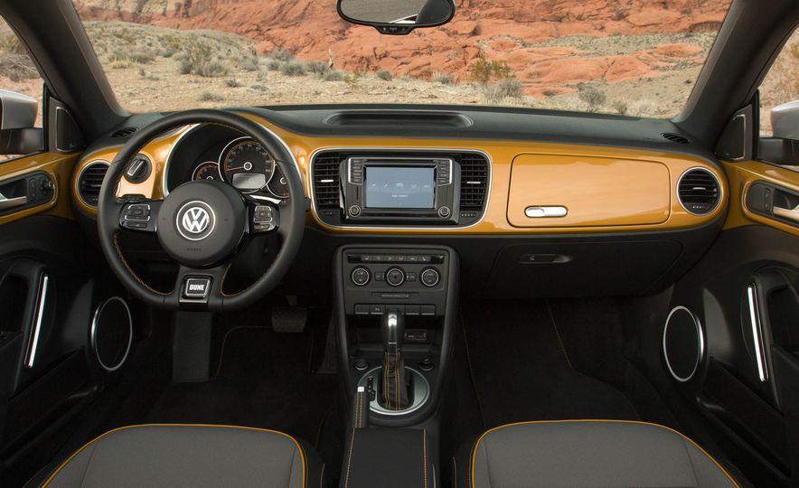 2016 Volkswagen Beetle Dunes - Slide 46