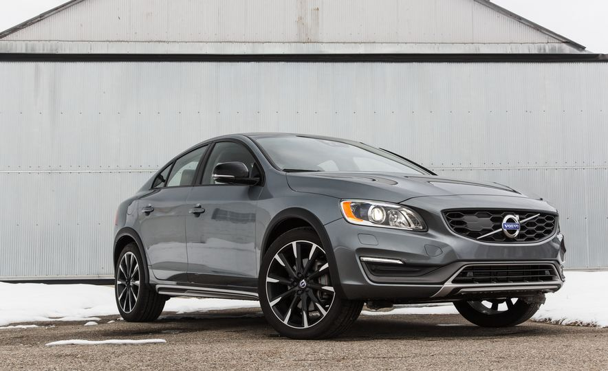 2016 Volvo S60 T5 Cross Country - Slide 1