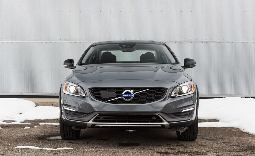 2016 Volvo S60 T5 Cross Country - Slide 2