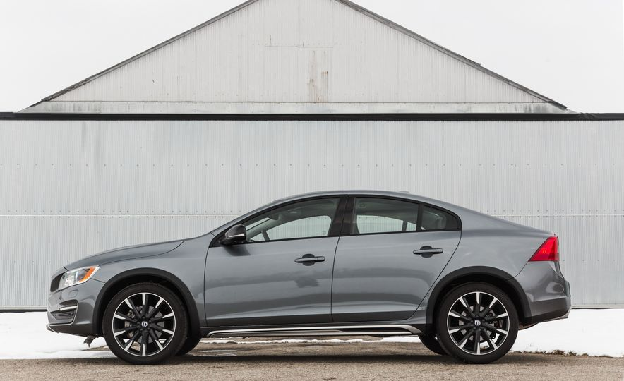 2016 Volvo S60 T5 Cross Country - Slide 3