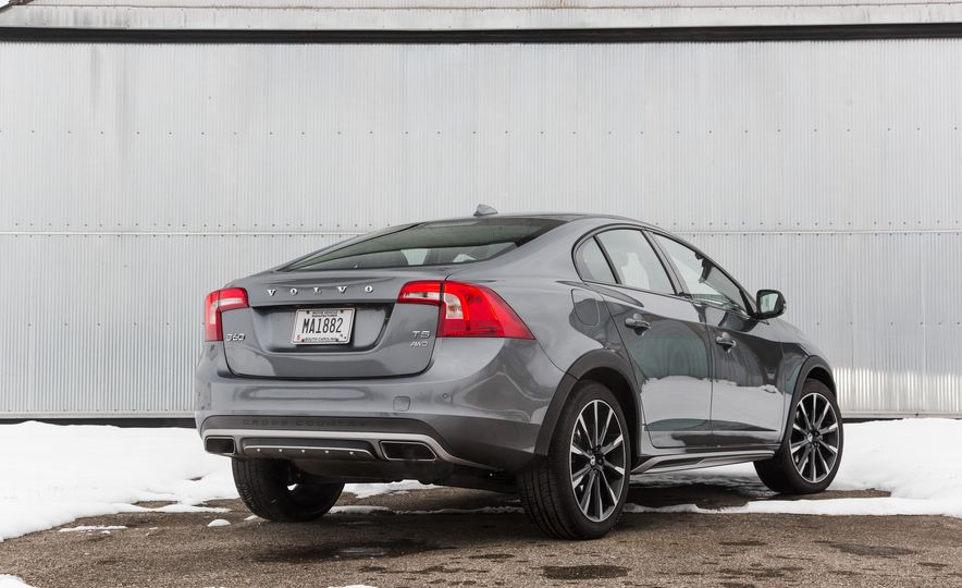 2016 Volvo S60 T5 Cross Country - Slide 4
