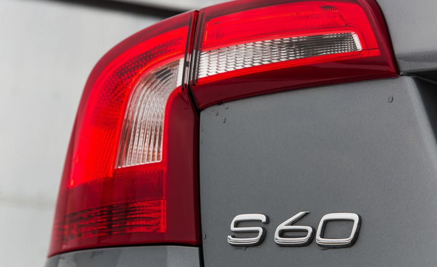 2016 Volvo S60 T5 Cross Country - Slide 11