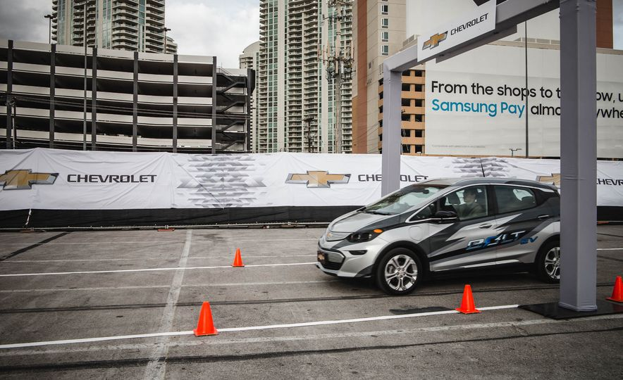 2017 Chevrolet Bolt - Slide 4