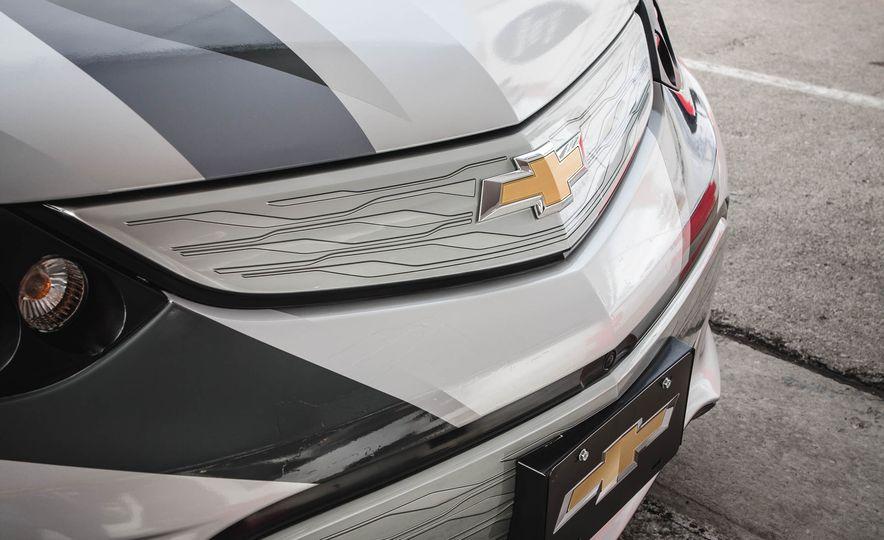 2017 Chevrolet Bolt - Slide 16