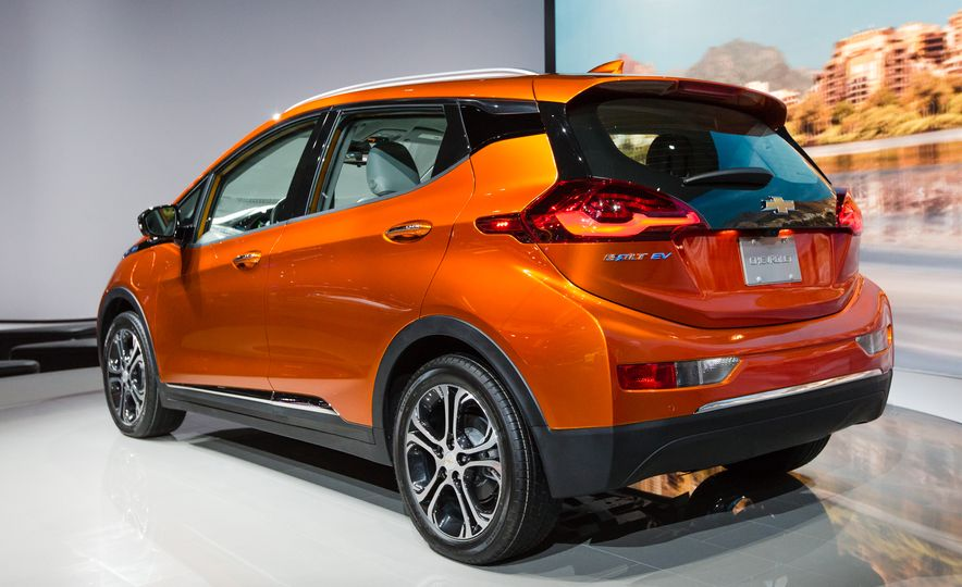12 Things to Know About Chevrolet's $30,000 Bolt EV - Slide 3
