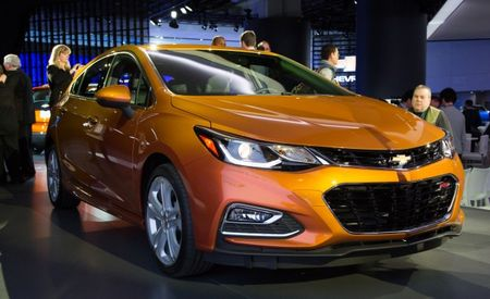 Chevrolet Confirms Diesel for Cruze Sedan and Hatch, with Manual and Automatic