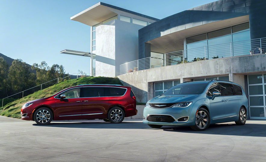 2017 Chrysler Pacifica and Pacifica plug-in hybrid - Slide 2