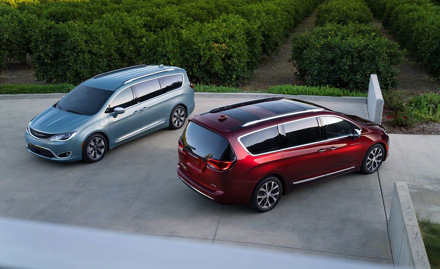 2017 Chrysler Pacifica and Pacifica plug-in hybrid - Slide 3