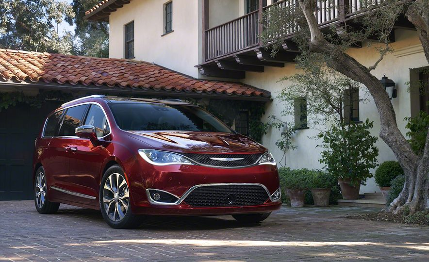 2017 Chrysler Pacifica and Pacifica plug-in hybrid - Slide 6