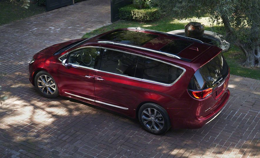 2017 Chrysler Pacifica and Pacifica plug-in hybrid - Slide 17