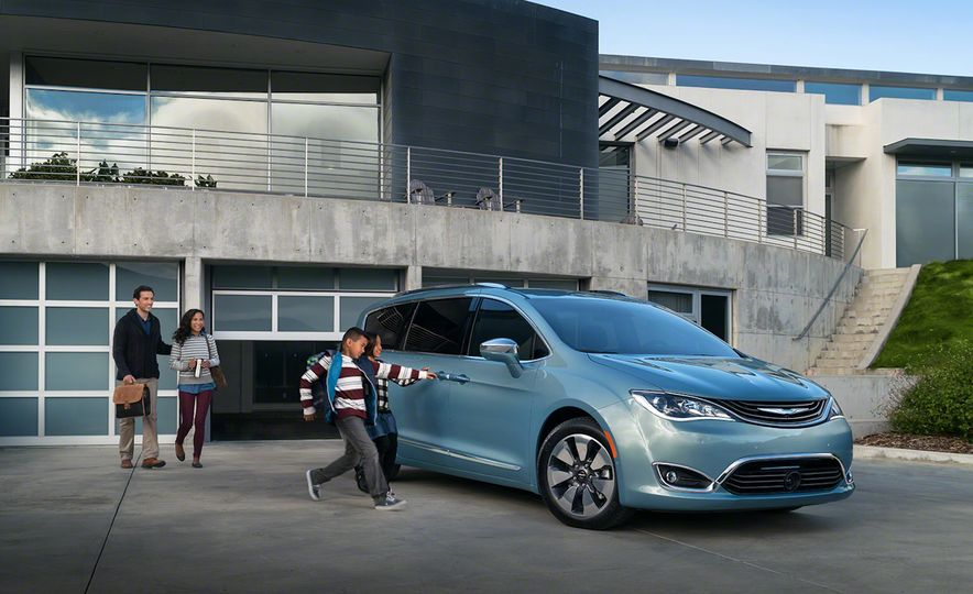 2017 Chrysler Pacifica and Pacifica plug-in hybrid - Slide 25