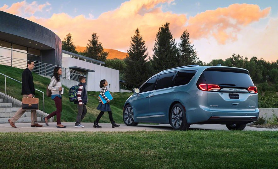 2017 Chrysler Pacifica and Pacifica plug-in hybrid - Slide 27