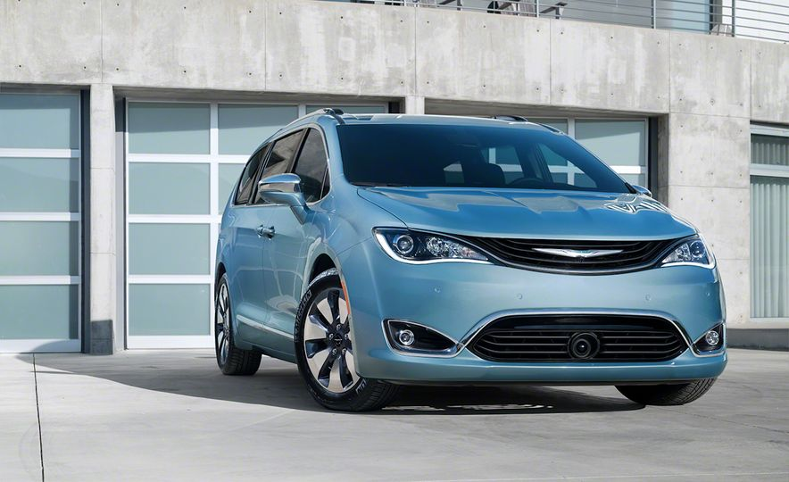 2017 Chrysler Pacifica and Pacifica plug-in hybrid - Slide 32