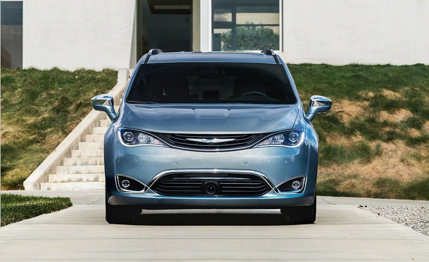 2017 Chrysler Pacifica and Pacifica plug-in hybrid - Slide 33