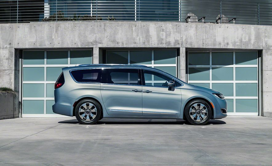 2017 Chrysler Pacifica and Pacifica plug-in hybrid - Slide 37