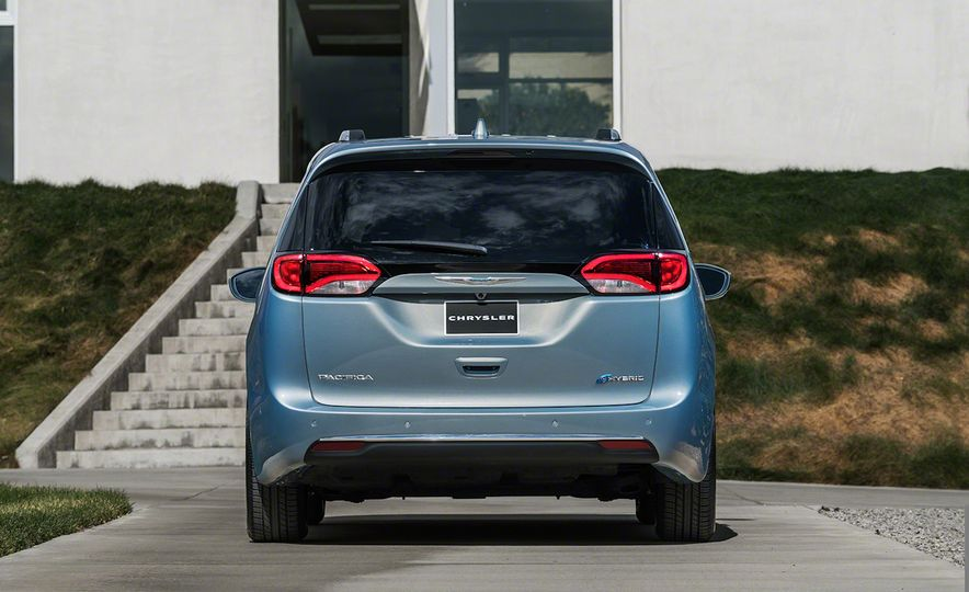 2017 Chrysler Pacifica and Pacifica plug-in hybrid - Slide 38