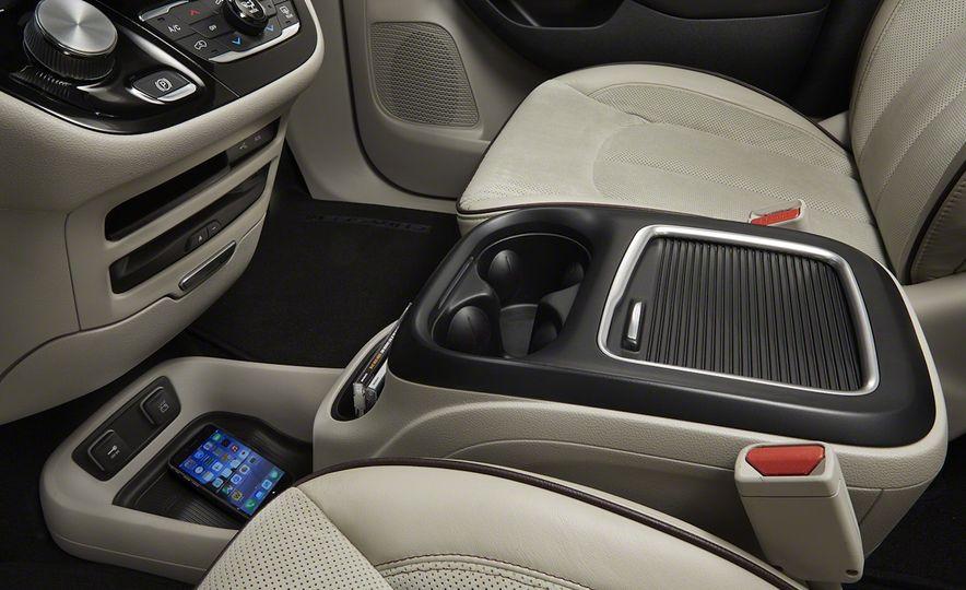 2017 Chrysler Pacifica - Slide 66