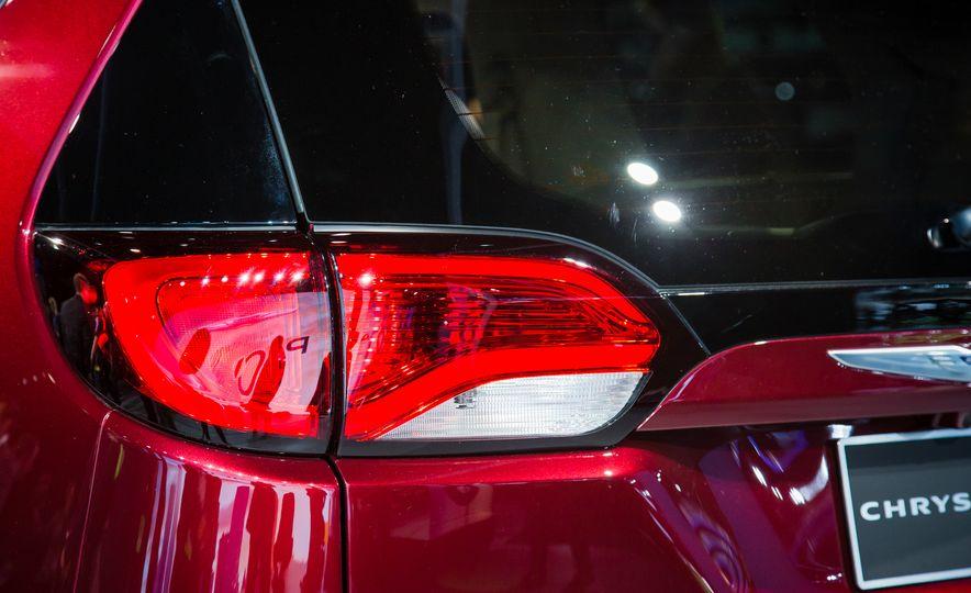 2017 Chrysler Pacifica - Slide 5