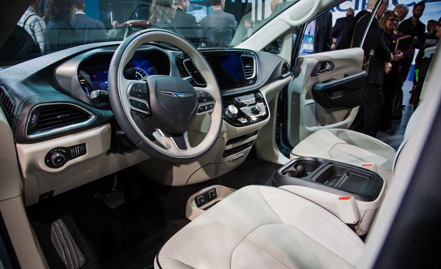 2017 Chrysler Pacifica - Slide 10