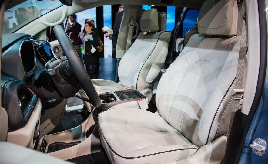 2017 Chrysler Pacifica - Slide 12