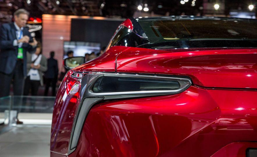 2017 Lexus LC500 - Slide 17