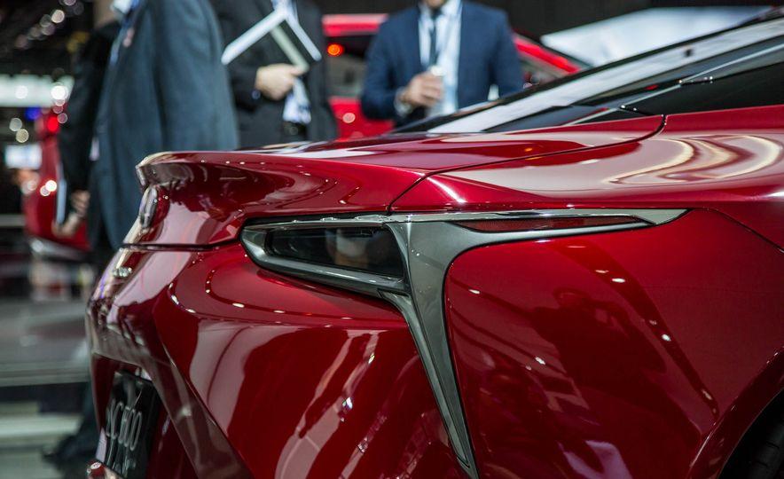 2017 Lexus LC500 - Slide 18