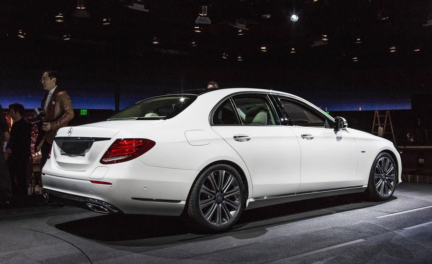 2017 Mercedes-Benz E350 - Slide 3