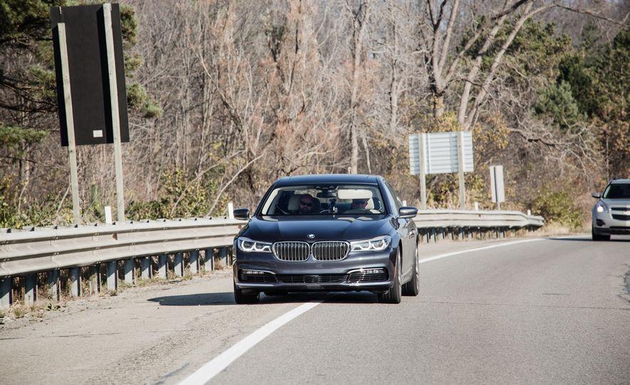 2016 BMW 750i xDrive - Slide 3