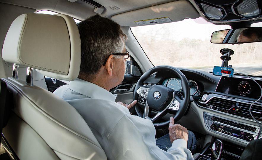 2016 BMW 750i xDrive - Slide 6