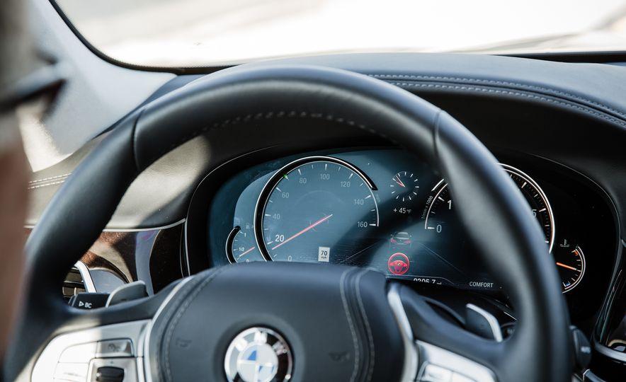 2016 BMW 750i xDrive - Slide 7