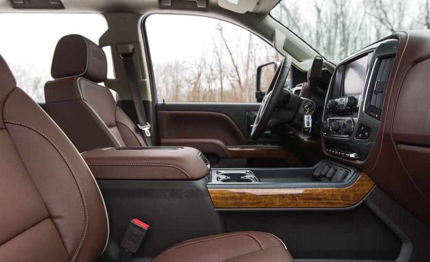 2016 Chevrolet Silverado 2500HD 4x4 High Country - Slide 38