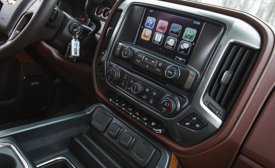 2016 Chevrolet Silverado 2500HD 4x4 High Country - Slide 47