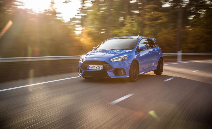 2016 Ford Focus RS with winter tire package - Slide 12